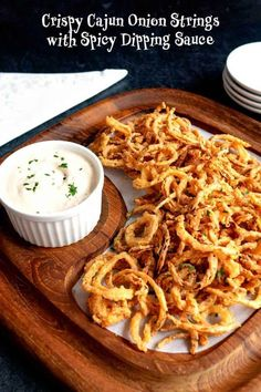 Amazing onion strings can be served as an appetizer, as a side dish, on top of a juicy burger, or as a crunchy topping for your favorite casserole. Healthy Appetizers, Appetizers For Party, Appetizer Recipes, Snack Recipes, Side Dish Recipes, Gourmet Recipes, Cooking Recipes, Cooking Tips, Onion Strings