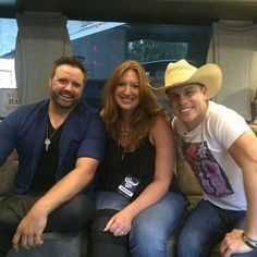 On the bus with @dustinlynchmusic @randyhouser at @PhilipsArena for night #1 with @949thebull.  #KillTheLights to #KickUpTheDust on one #HellOfANight  #HornsUp #GeorgiaCountry #iHeartCountry