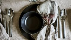 Add a touch of nature to your festive table by creating decorative napkin ties from IKEA GIVANDE string and richly-coloured wild berries. Decorative Napkins, Color Glaze, Winter House, Rustic Feel, Simple Shapes, Muted Colors, Winter Christmas, Dark Grey, Favorite Color