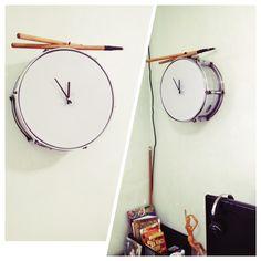DIY snare drum wall clock. Recycle lang ng lumang drum set. Nakita ko tong concept na to sa drummer ng Sandwich, si Mike D. sa bahay niya more than half a decade ago. Sabi ko gagawin ko yun balang araw. Eto na yung araw na yun. #diy #drums #wallclock