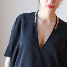 stunning neckline (i've pinned this before, but for some reason the other pin is dead i.e. no photo)