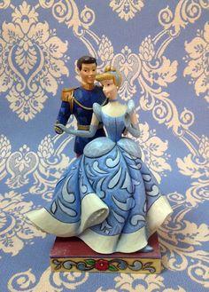 """Cenerentola e il suo principe. Figurine della linea """"Royal Romances"""" collezione di Jim Shore ( in resina)"""