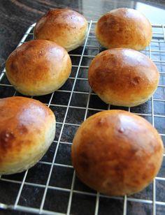 Velkommen til krem-dott-no! Mitt navn er Elin Vatnar Nilsen. Jeg er utdannet konditor og har drevet krem.no siden 1999. På denne sidenfinner du basisoppskrifter, enkle dekoreringstips og masse... Let Them Eat Cake, Bread Recipes, Sweet Recipes, Sweet Tooth, Deserts, Food And Drink, Baking, Cakes, Style