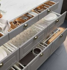 Kitchen Cabinets Remodeling The typical American kitchen has lower cabinets with doors. Here's why this is a terrible idea, and drawers are a better one. - The typical American kitchen has lower cabinets with doors. This is a terrible idea. Diy Kitchen Storage, Kitchen Cabinet Organization, Kitchen Cabinet Design, Interior Design Kitchen, Kitchen Decor, Organization Ideas, Organizing Tips, Storage Ideas, Cabinet Ideas