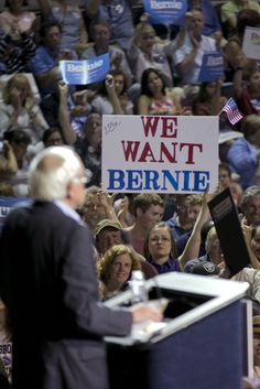 While Bernie Sanders Is Filling Arenas, Clinton Is Roping Off Journalists. Why?�|�H. A. Goodman