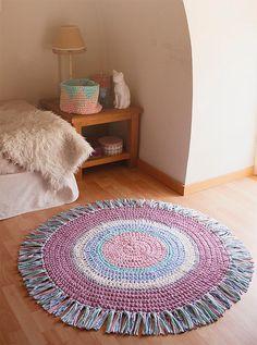 Items similar to Multicolored carpet with fringes of Trapillo. Size and colors customizable on Etsy Crochet Mat, Crochet Carpet, Crochet Rug Patterns, Crochet Wool, Crochet Winter, Tapestry Crochet, Love Crochet, Crochet Furniture, Knit Rug