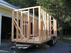 Todd Miller from the Oregon Cottage Company is building another cottage and this is Phase II, wall and roof framing. Tiny House Blog, Tiny House Trailer, Tiny House Cabin, Tiny House Living, Build A Camper, Diy Camper, Backyard Cabin, Small Cabin Plans, Trailers