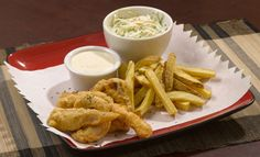 Fish and Chips (pescado rebosado con papas fritas) Fish And Chips, Cravings, Seafood, Meat, Chicken, Recipes, Gastronomia, Gourmet, Fish Recipes