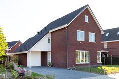 Wijhe Garage Doors, Cabin, House Styles, Outdoor Decor, Home Decor, Decoration Home, Room Decor, Cabins, Cottage