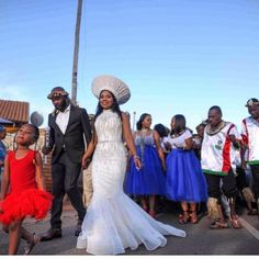afrikanisches kleid Tswana Traditional Wedding Dress Lovely Zulu Bride In Black Traditional Wedding . Zulu Wedding, Kenyan Wedding, African Wedding Attire, South African Traditional Clothing, African Traditional Wedding Dress, Traditional Dresses, Designer Wedding Dresses, Bridal Dresses, Black Bride