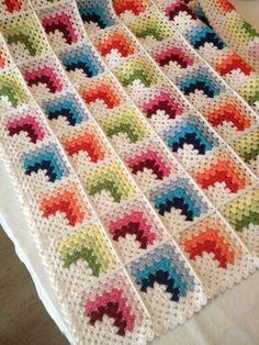 Crochet Quilt Pattern, Granny Square Crochet Pattern, Crochet Stitches Patterns, Crochet Squares, Crochet Motif, Crochet Designs, Scrap Yarn Crochet, Diy Crochet, Baby Sweater Knitting Pattern