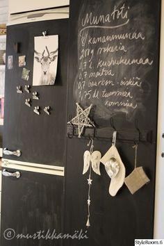 liitutaulumaali,Tee itse - DIY,liitutaulu,naulakko,koriste-esineet KAhvat kiinnitetty sikafleksillä