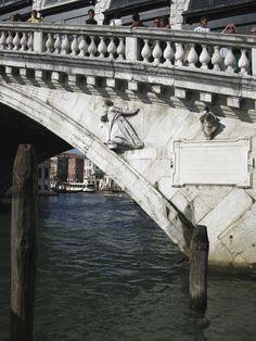 Rialto Bridge, detail - Venezia, Venice Rialto Bridge, Grand Canal, Sydney Harbour Bridge, Venice, Louvre, Old Things, Italy, Detail, Travel