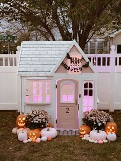 How to decorate for Halloween on a budget. holidays halloween, halloween costume… – The Best DIY Outdoor Christmas Decor Casa Halloween, Halloween Inspo, Halloween Home Decor, Diy Halloween Decorations, Holidays Halloween, Halloween Crafts, Halloween Party, Halloween Costume Toddler, Halloween Garden Ideas
