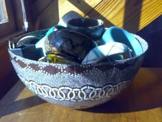Shweshwe bowl in use South African Design, Out Of Africa, Serving Bowls, Home Accessories, Design Art, Indigo, Arts And Crafts, Range, Throw Pillows