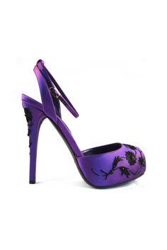 Ralph Lauren Spring 2013 ✿ܓ Purple Shoes, Purple Bags, Shades Of Purple, Deep Purple, All Things Purple, Beautiful Shoes, Shoe Collection, Shoe Boots, Shoes Sandals