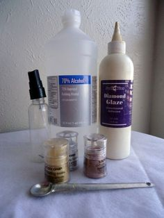 DIY Glimmer Mist: spray bottle, Fill full with rubbing alcohol, add powder eyeshadow, add t Diamond Glaze. Tip: Cut spray tube at an angle or slightly less from inside bottom of bottle. Alcohol Ink Glass, Alcohol Ink Crafts, Alcohol Inks, Card Making Tips, Making Ideas, Making Tools, Making Cards, Craft Tutorials, Craft Projects