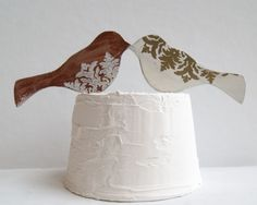 Bird cake toppers in brown and white. Easy to make!