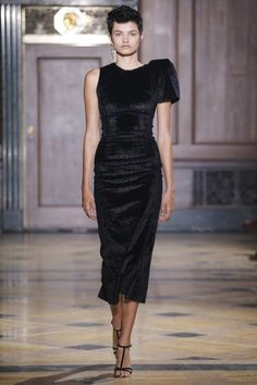 Sophie Theallet Fall 2016 Ready-to-Wear Collection Photos - Vogue Runway Fashion, High Fashion, Fashion Show, Fashion Design, Couture Dresses, Fashion Dresses, Sophie Theallet, Dna Model, Beautiful Black Dresses