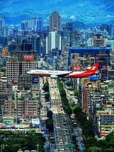 SphinxNoMore: It was always a thrill landing at Kai Tak Airport. Shanghai Airlines, Kai Tak Airport, International Civil Aviation Organization, Plane Photography, Airport Design, Dubai, Aircraft Photos, Commercial Aircraft, Concorde