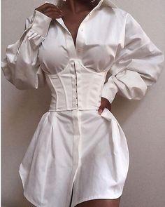 Trend Fashion, Look Fashion, Fashion 1920s, Fashion Blogs, Fashion Stores, Gothic Fashion, Fall Fashion, Fashion Ideas, Lace Up Tshirt Dress
