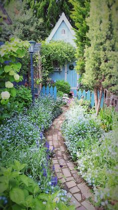 The designs here are amazing! French Cottage Garden, Cottage Garden Design, Shade Landscaping, Garden Landscaping, Garden Path, Back Gardens, Outdoor Gardens, Beautiful Landscapes, Beautiful Gardens
