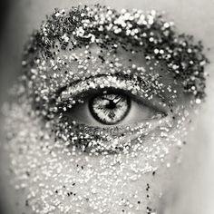 Lotta Agaton - glitter eyemakeup