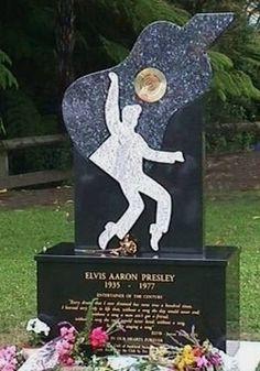 Elvis Statues&Memorials - Elvis memorial, Auckland, New Zealand Elvis Presley House, Elvis Presley Photos, Rock And Roll, Elvis Aloha From Hawaii, Elvis Memorabilia, Elvis Impersonator, Life Size Statues, King Of Music, Star Pictures
