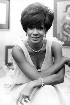 Shirley Bassey   60 Iconic Women Who Prove Style Peaked In The '60s