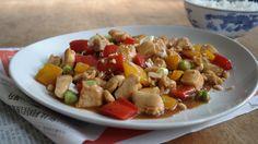 chinese kip met paprika en rijst  http://www.ikook.nu/recepten/chinese-kip-paprika-en-rijst/