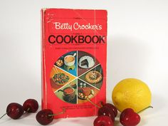 Vintage Betty Crocker's Cookbook Paperback - Betty Crocker Red Pie Cover Cook Book - 1976 Betty Crocker Recipes - Retro Recipes Cookbook at Eight Mile Vintage on Etsy