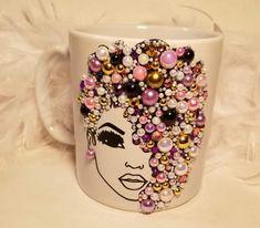 Pearl Crafts, Mug Crafts, Mannequin Art, Decorated Wine Glasses, Make Up Organiser, Diy Tumblers, Bling, Oreo Cheesecake, Mug Designs