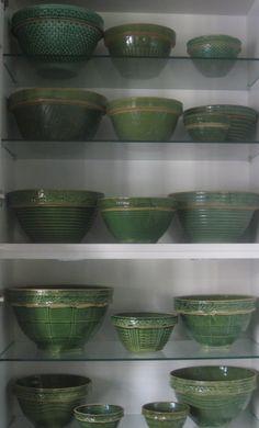 Vintage Kitchen McCoy Bowls (green) - Oh, How I love these! Antique Pottery, Mccoy Pottery, Pottery Bowls, Ceramic Pottery, Pottery Art, Vintage Bowls, Vintage Dishes, Vintage Green, Vintage Kitchen