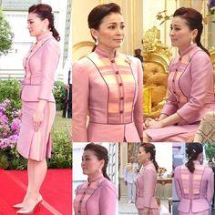 Elegant Dresses Classy, Classy Dress, Myanmar Traditional Dress, Traditional Dresses, Myanmar Dress Design, Blouse Batik, Womens Trendy Tops, Khmer Wedding, Designer Dresses