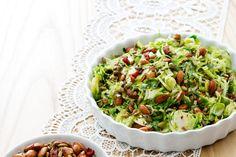 Crispy Brussels sprout salad with lemon - Diet Doctor Crispy Brussel Sprouts, Brussel Sprout Salad, Brussels Sprouts, Keto Cabbage Recipe, Cabbage Recipes, Real Food Recipes, Keto Recipes, Healthy Recipes, Salad Recipes