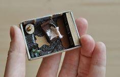Такая вот мужская комнатка получилась :) For sale по вопросам покупки (возможна отправка почтой) пишите тут или в личку :) #моиработы #хэндмейд #миниатюра #спичечныйкоробок #домик #комнатка #избумаги #ручнаяработа #dalwen_handmade #handmade #art #craft #creative #miniature #minihouse #minifurniture #matchesbox #design #интерьер #диваны #кресла #мебель #sweethome #чудеса #tinyroom #tinyworld #tinyhouse #tiny #tinyfurniture