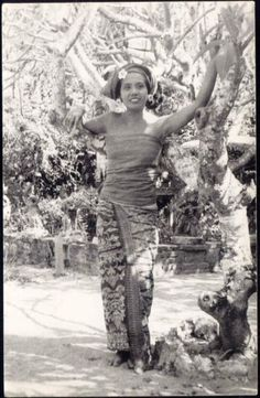 indonesia, BALI, Native Dancer Ni Pollok (1940s)