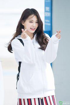 Twice-Tzuyu 180415 Incheon Airport heading to Japan Nayeon, Kpop Girl Groups, Korean Girl Groups, Kpop Girls, Korean Beauty, Asian Beauty, Tzuyu And Sana, K Pop, Twice Kpop