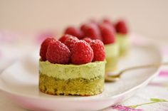 Pistachio/Raspberries Mini-Cakes & Clerico to Say Farewell to Summer - Cristina, from Buenos Aires to Paris