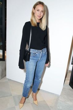 Elin Kling is a master at minimal denim outfits and this look is one of our favorites. You'll need a dark flared sleeve top, a mini shoulder bag, vintage-style jeans, and nude pointed-toe pumps. There's nothing more effortless and easy!