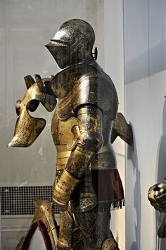 Medieval Knight, Medieval Armor, Gold Armor, Neck Bones, Armours, Arm Armor, Medieval Times, Central Europe, Knifes