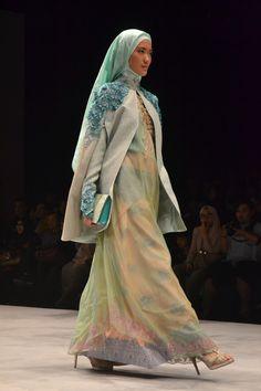 Jeny Tjahyawati collection on Panutan Ragam Nusantara, presented by Warnatasku