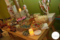 Barra de postres y dulces para fiesta.
