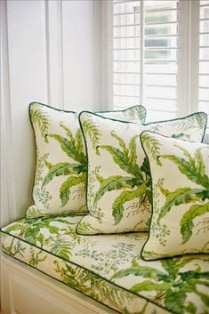 True eye candy - Pantone Greenery color of the year 2017 used in cushion covers #colorespantone2017 #pantone2017 #colorespantone