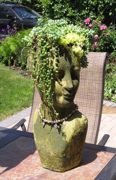 Stone head planters planter ideas in cement or concrete are one of the coolest gardening projects Face Planters, Flower Planters, Flower Pots, Garden Terrarium, Garden Planters, Planter Pots, Planter Ideas, Cement, Concrete