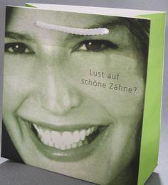 Ein tolles Beispiel einer vollflächig bedruckten Papiertasche mit einem Bild in 4c. Gestochenscharf kann man so seine Werbebotschaft präsentieren. Septum Ring, Pictures