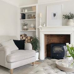 1930s Living Room, Cottage Living Rooms, Living Room Green, Home Living Room, Living Room Decor, Alcove Ideas Living Room, Room Ideas, Living Room Built In Cabinets, Small Lounge