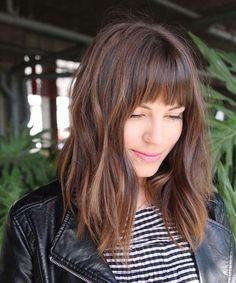 Les 44 meilleures images de Cheveux mi-longs avec frange | Cheveux mi-longs avec frange, Cheveux ...