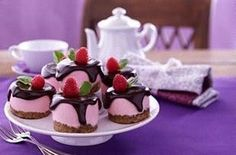 The recipe for raspberry cheesecake and other free recipes on LECKER.de The recipe for raspberry cheesecake and other free recipes on LECKER. Easy Baked Cheesecake Recipe, Cheesecake Recipes, Dessert Recipes, Dessert Blog, Homemade Cheesecake, Raspberry Cheesecake, Chocolate Cheesecake, Raspberry Chocolate, Classic Cheesecake