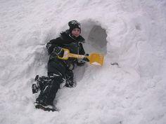 Snow adventure play in the schoolyard. Kjelsås primary school - Oslo.